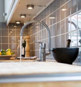 The most common kitchen sink plumbing problems ken neyer plumbing sink plumbing problems kitchen faucet pouring water workwithnaturefo